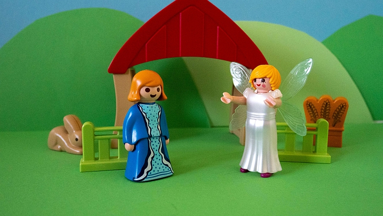 Mary being greeted by the angel recreated in Playmobil