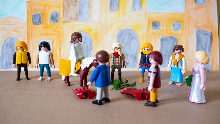 A Playmobil scene depicting Jesus's triumphal entry into Jerusalem